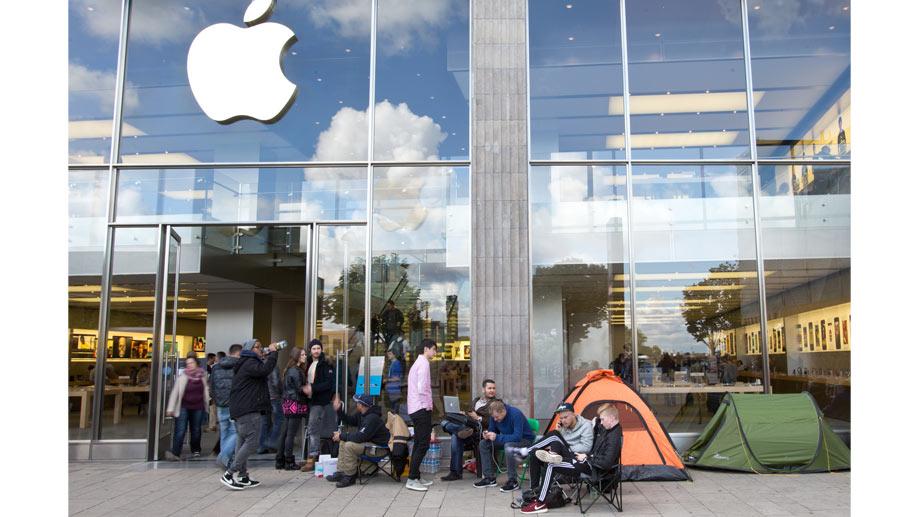 apple-fans-mit-zelten-vor-dem-apple-store-in-hamburg.jpg