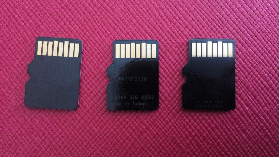 SD cards back_r.jpg