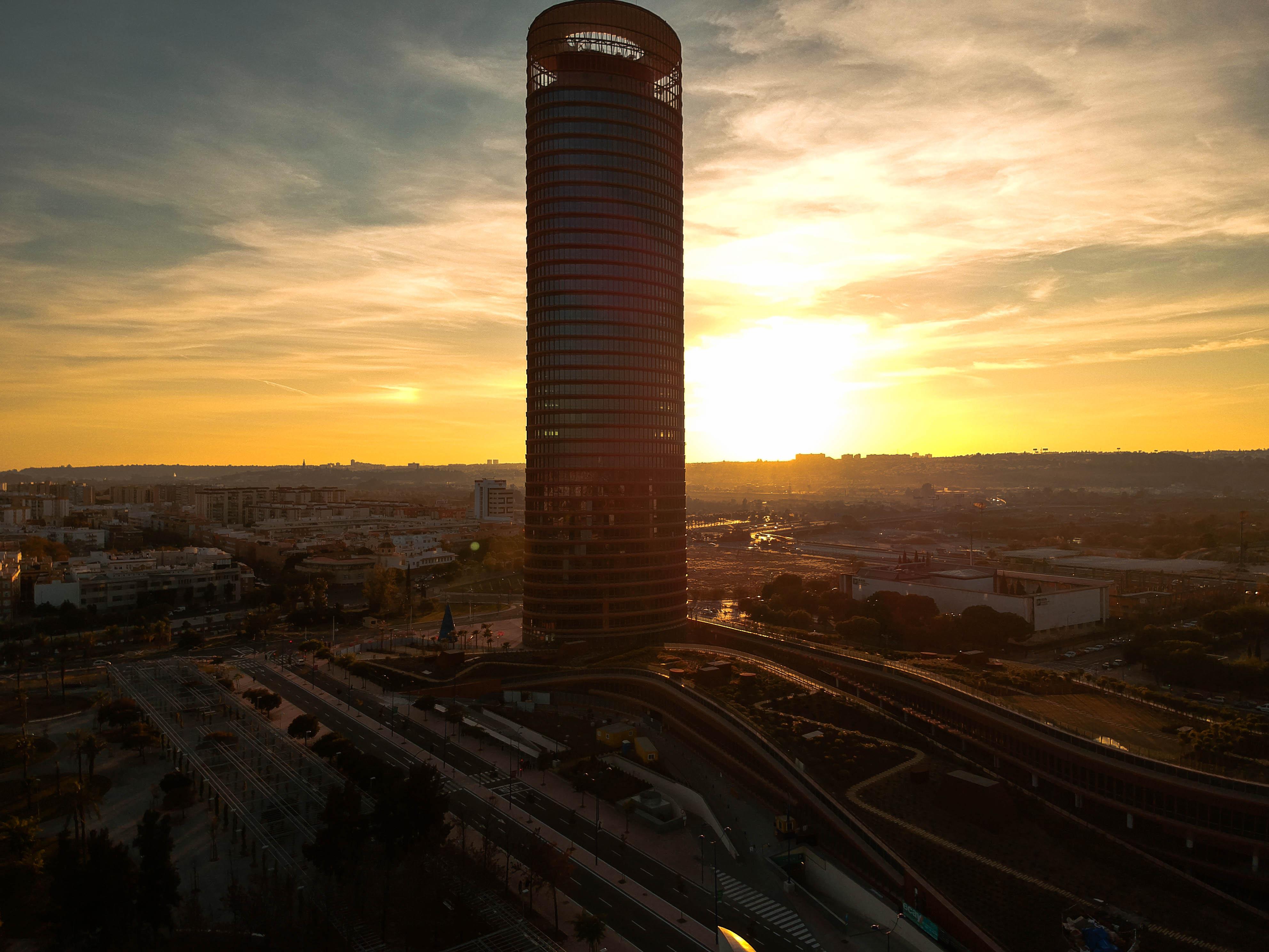 Torre Pelli.jpg