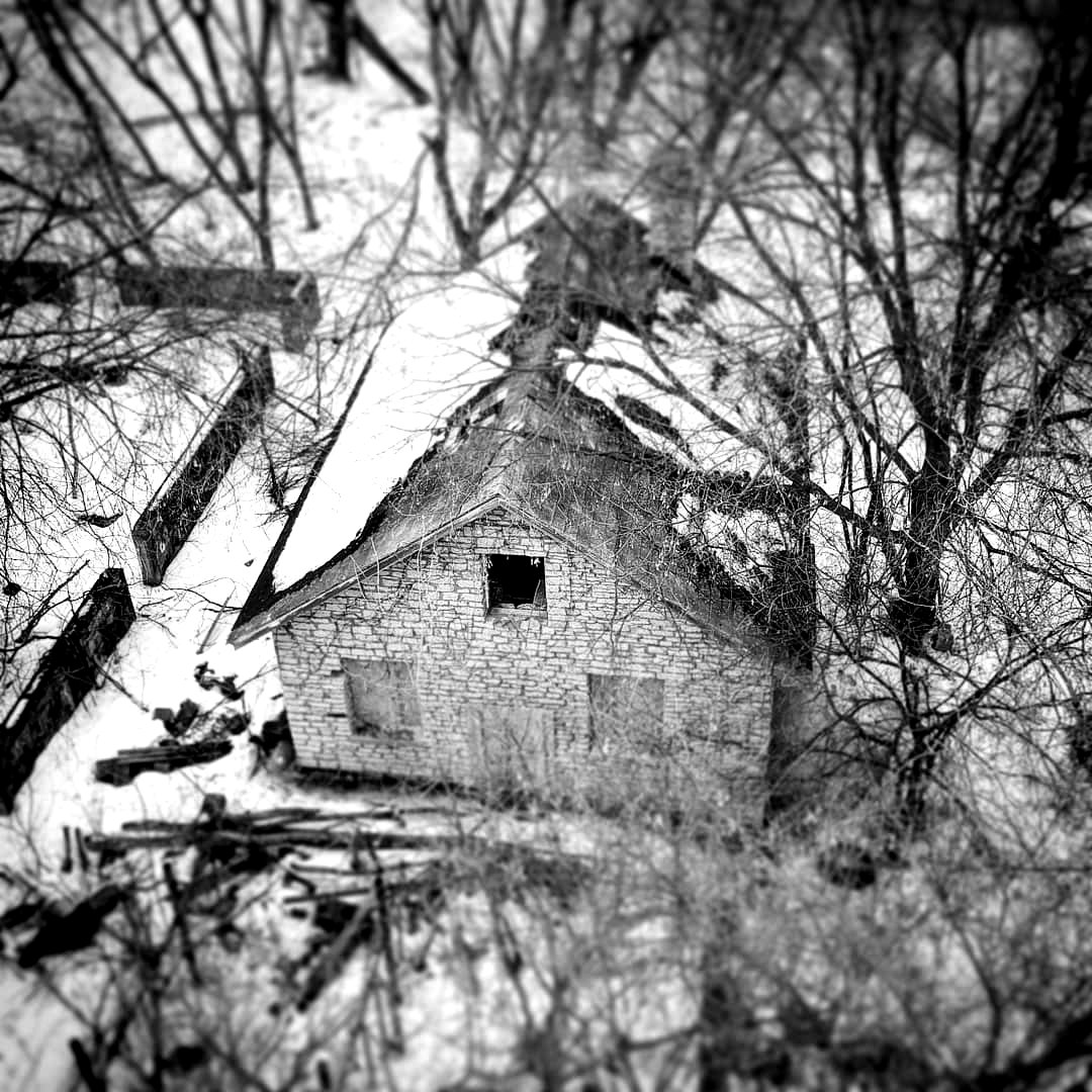 abandonedbw.jpg