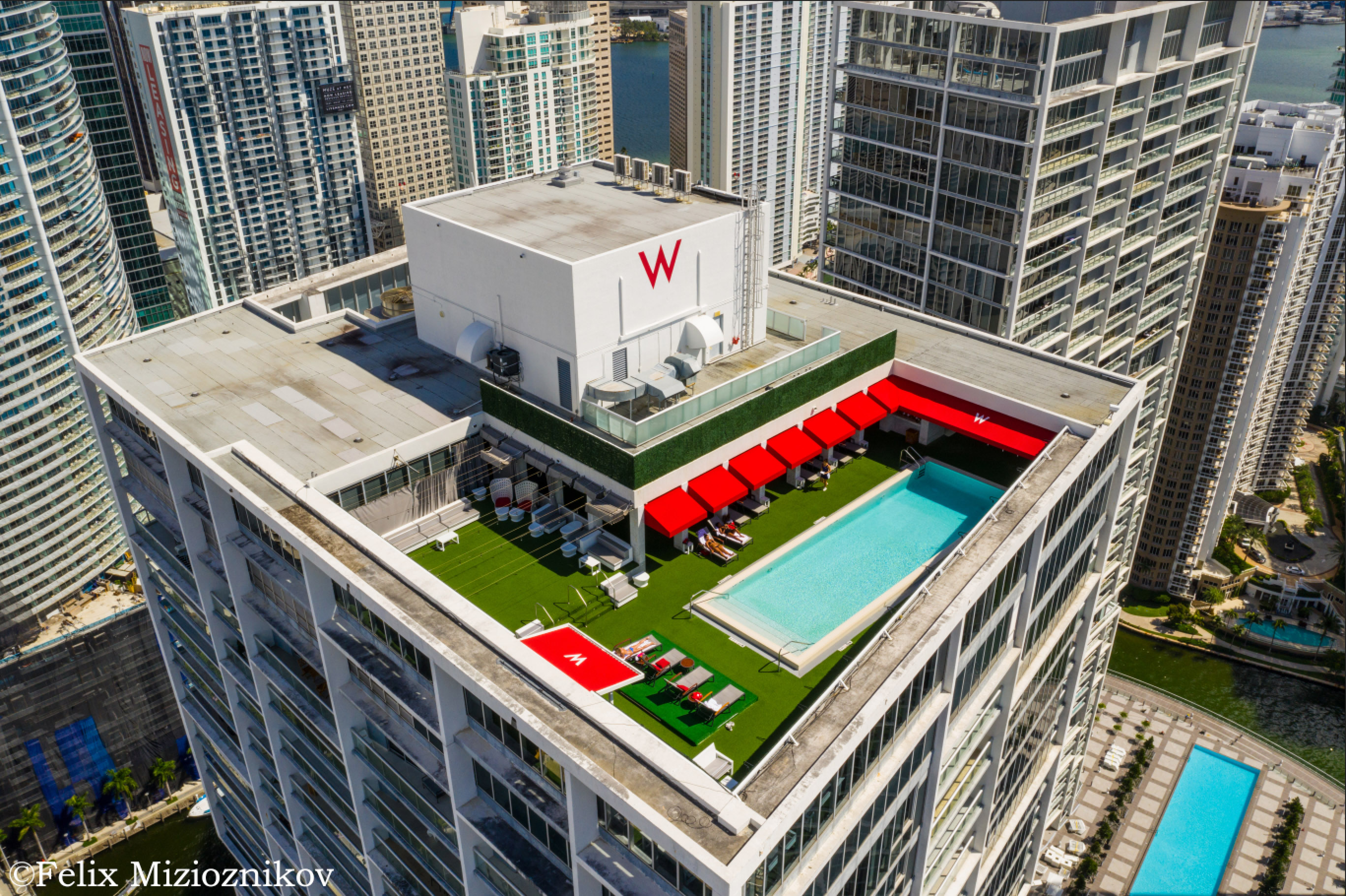 W Miami Brickell rooftop pool