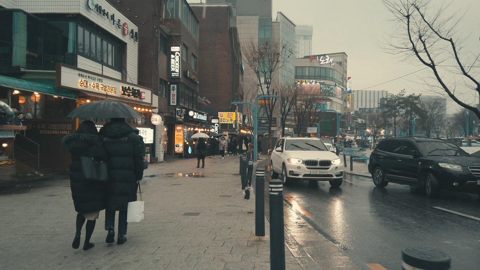 OSMO Pocket Rainy Street (SDR).mp4_20190310_220548.423.jpg