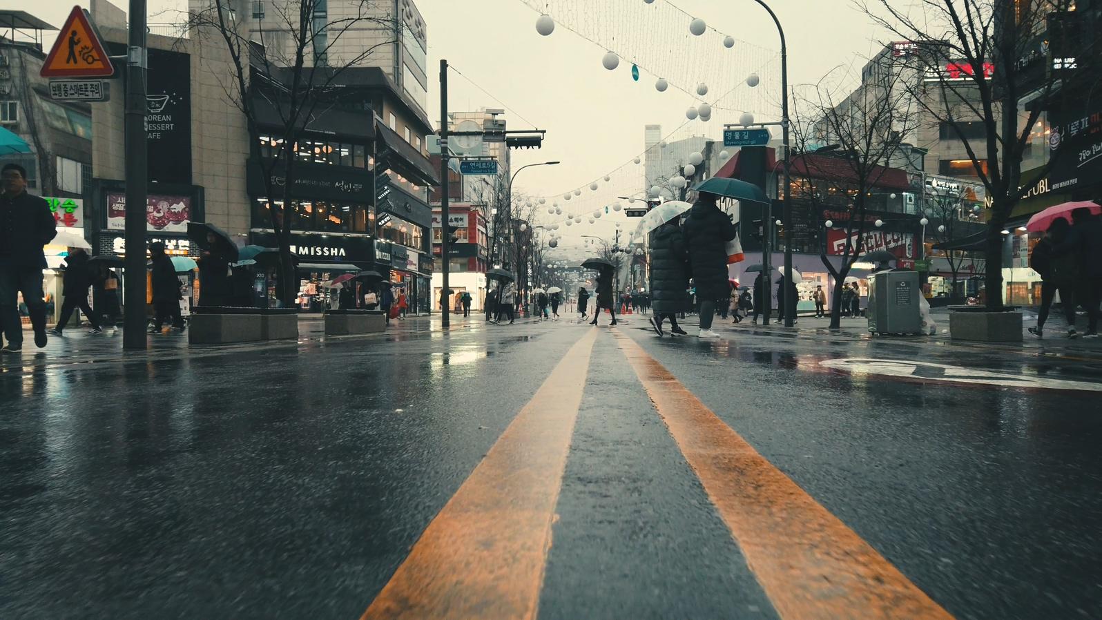 OSMO Pocket Rainy Street (SDR).mp4_20190310_221049.350.jpg