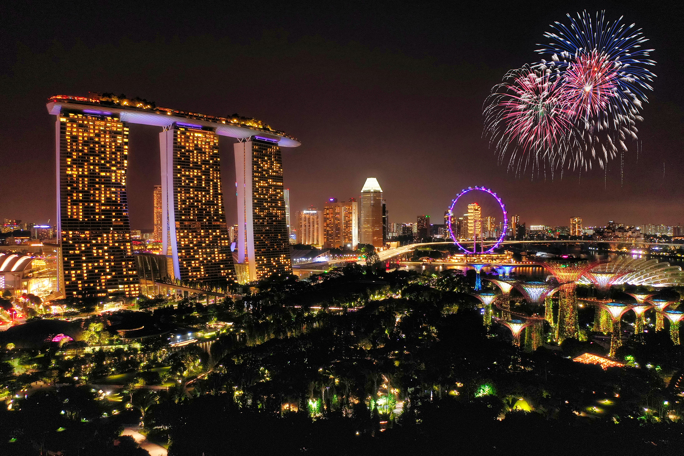Singapore_at_night2.jpg